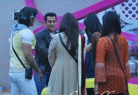 Salman greets the contestants