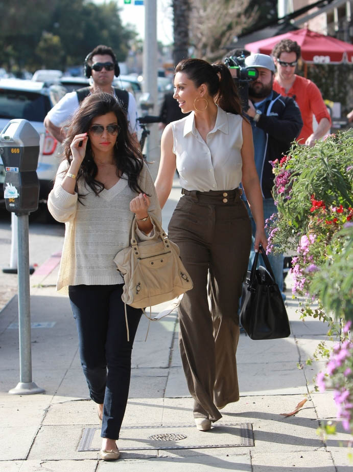 Kourtney and Kim Kardashian Grab Lunch in Los Angeles