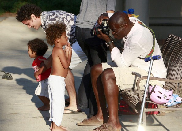 HEIDI KLUM And SEAL Taking Their Kids To A Playground