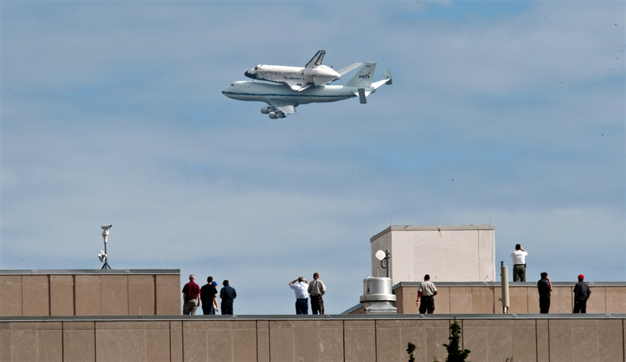 The Shuttle Discovery is on it's way