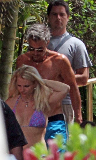 Britney Spears Enjoys in Hawaii