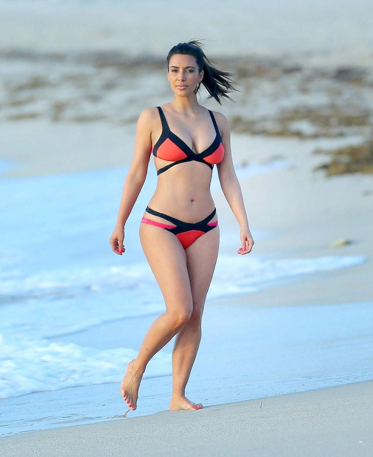 Kim Kardashian enjoying Miami
