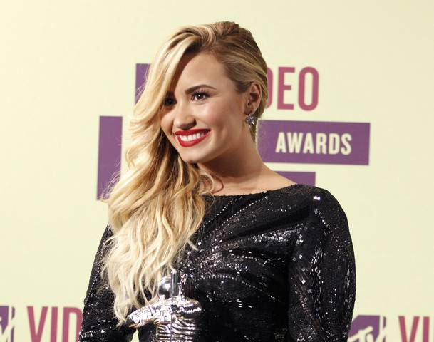 Demi-Lovato-The-X-Factor-Top-12