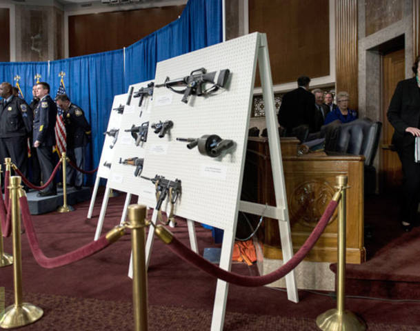Democrats, led by Dianne Feinstein, introduce assault weapons ban in Senate