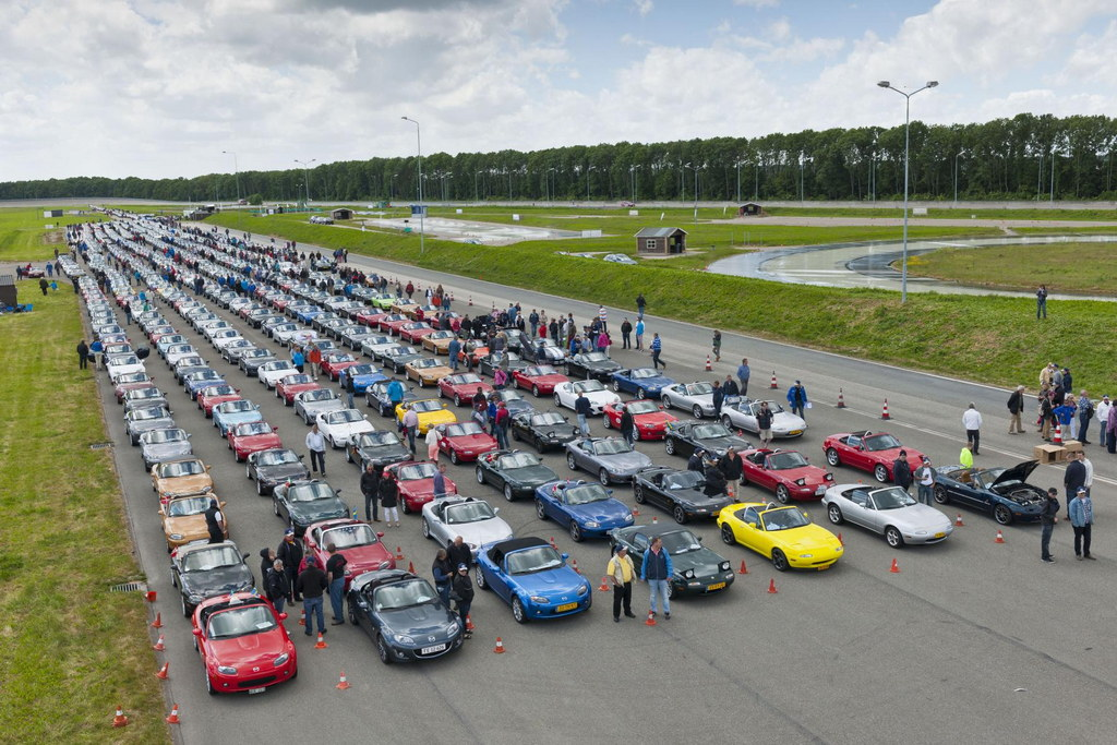 683 Mazda MX-5s Gathered For A New World Record
